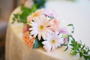 花とテーブル 24ad885e8fd3ae7a16db336f98d33e4c_s