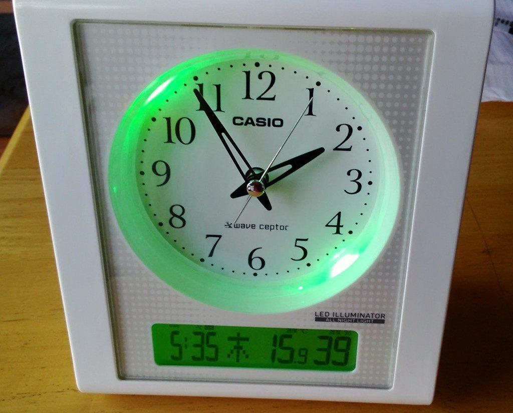 目覚まし時計 アナログ おしゃれ 電波